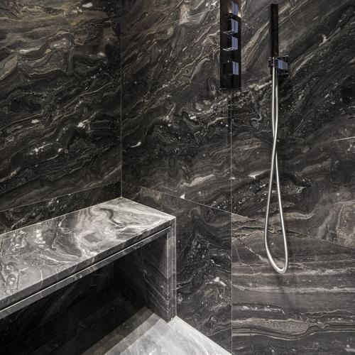 Natursteinarbeiten in der Dusche