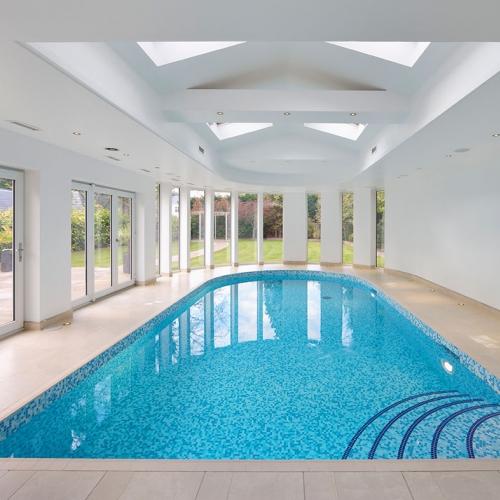 Glasmosaikarbeiten im Schwimmbad